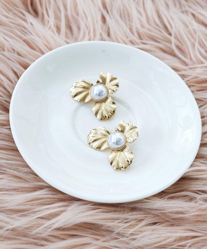 Danse Floral Pearl Earrings - Gold