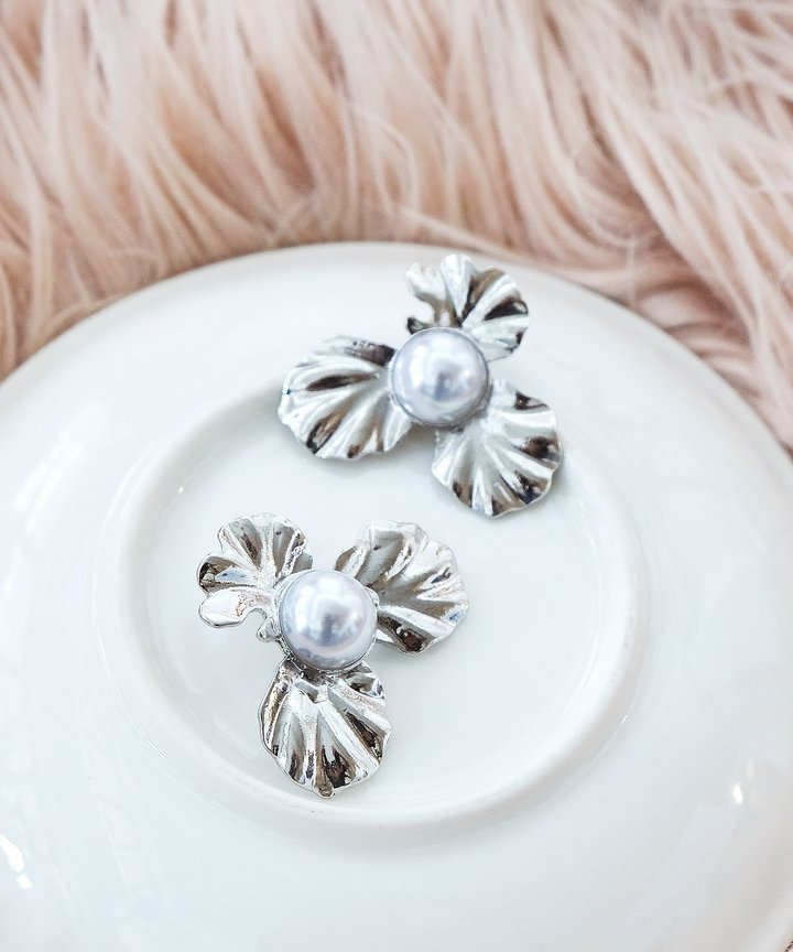 Danse Floral Pearl Earrings - Silver
