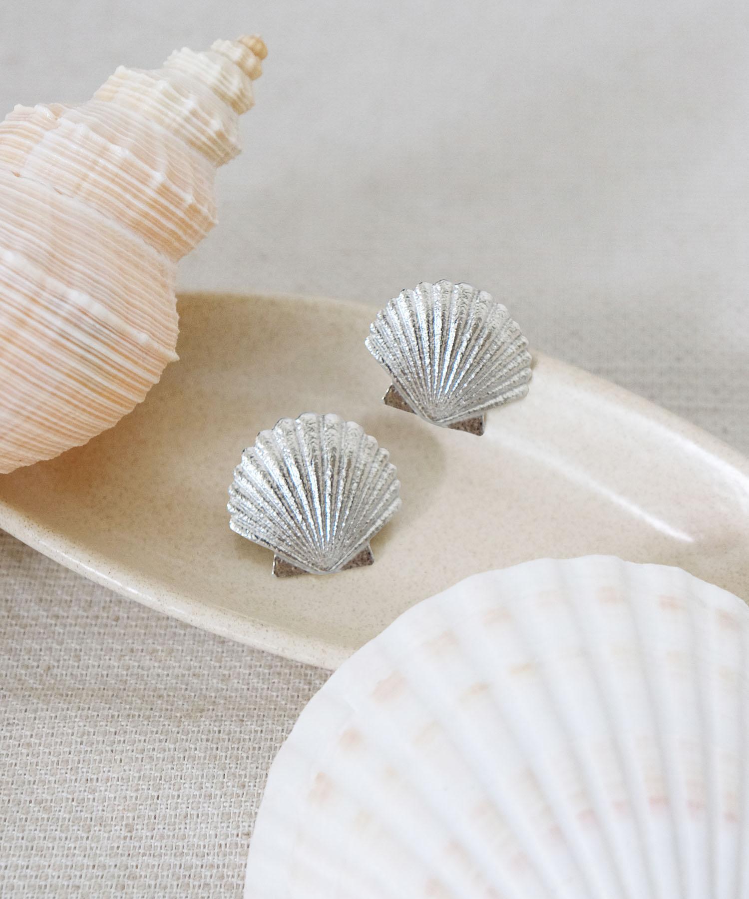 seaside-seashell-statement-earrings-silver-1