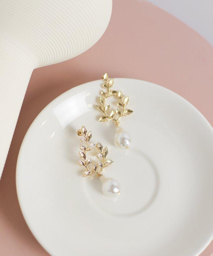 Vivere Pearl Earrings