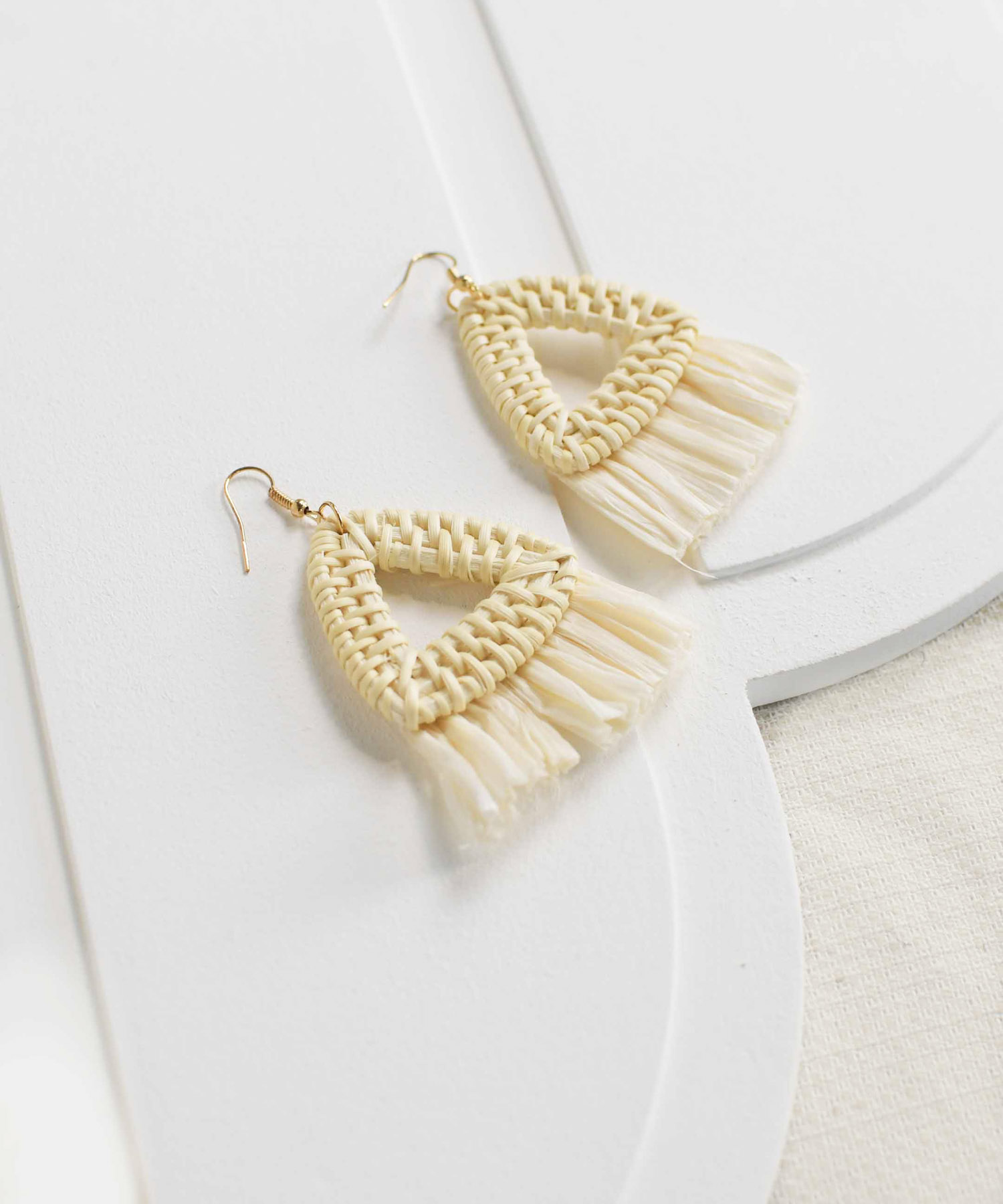 cancun-triangle-woven-earrings-natural-1