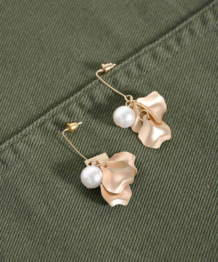 Ajaccio Pearl Petal Earrings