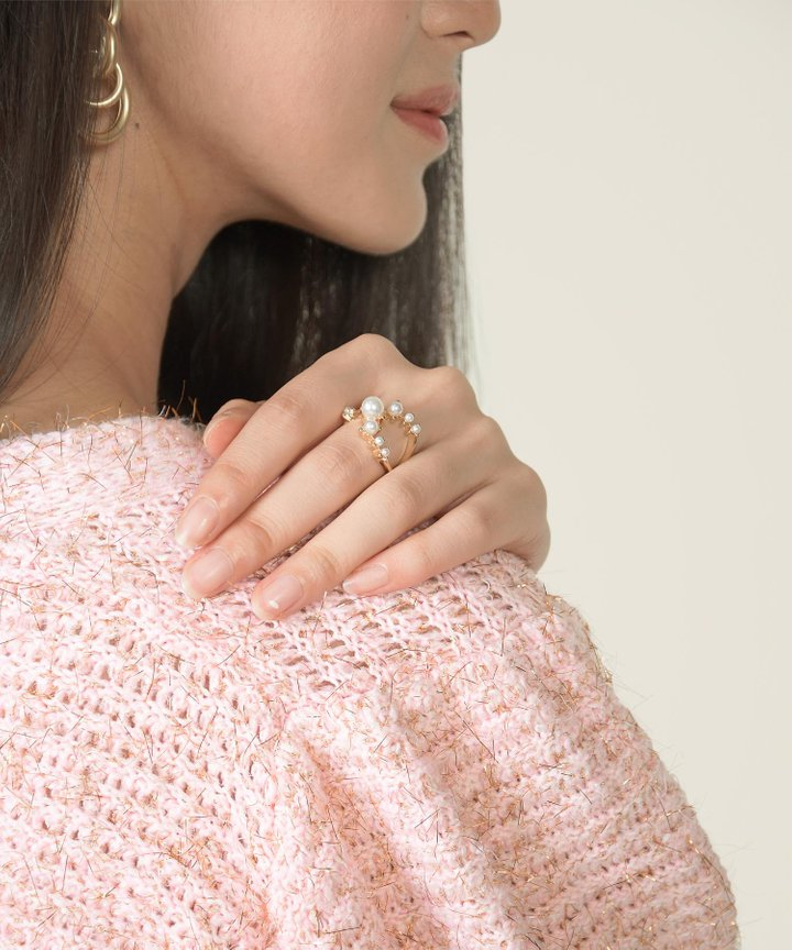 Spectral Pearl Ring
