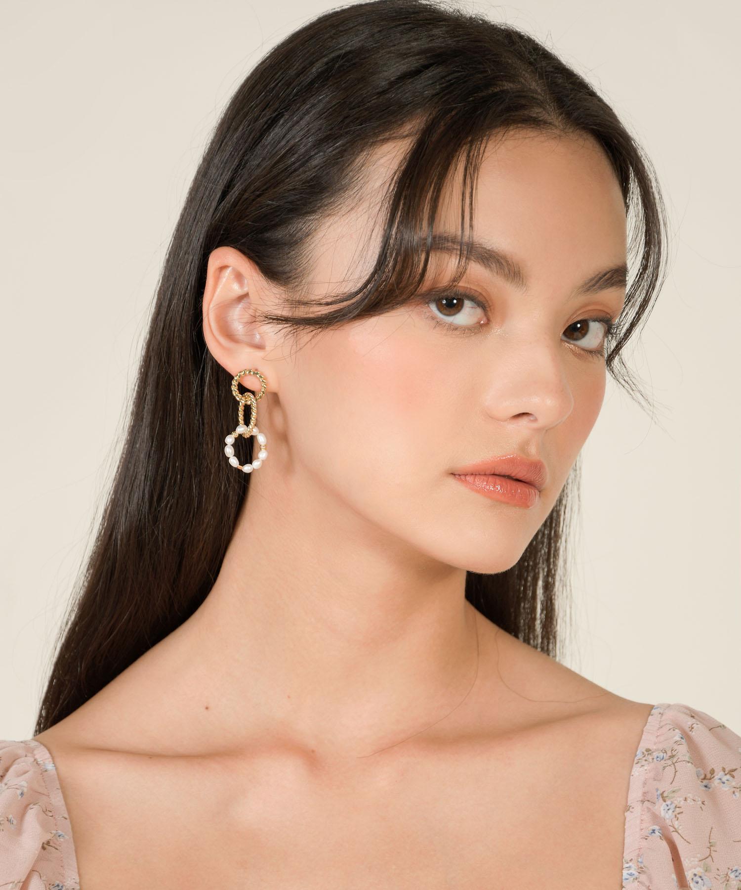 firenze-pearl-circle-drop-earrings-gold-1